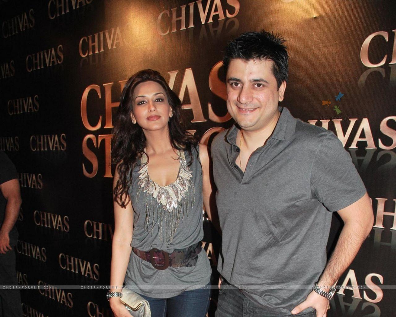 http://3.bp.blogspot.com/-xxDtWSHb13A/TecskiS3mdI/AAAAAAAALbc/y_4mxriBQlo/s1600/88280-bollywood-actress-sonali-bendre-and-her-husband-filmmaker-goldie.jpg