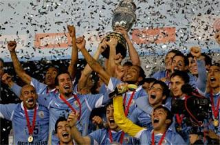 FÚTBOL-Uruguay vuelve a ser el rey de América