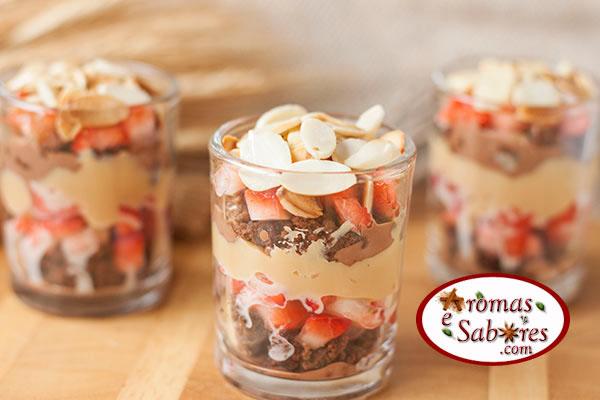 pave de brownie com morangos e doce de leite