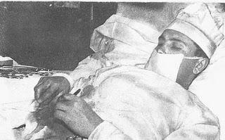 Dokter Nekad Yang Membedah Dirinya Sendiri 2 - [www.zootodays.blogspot.com]