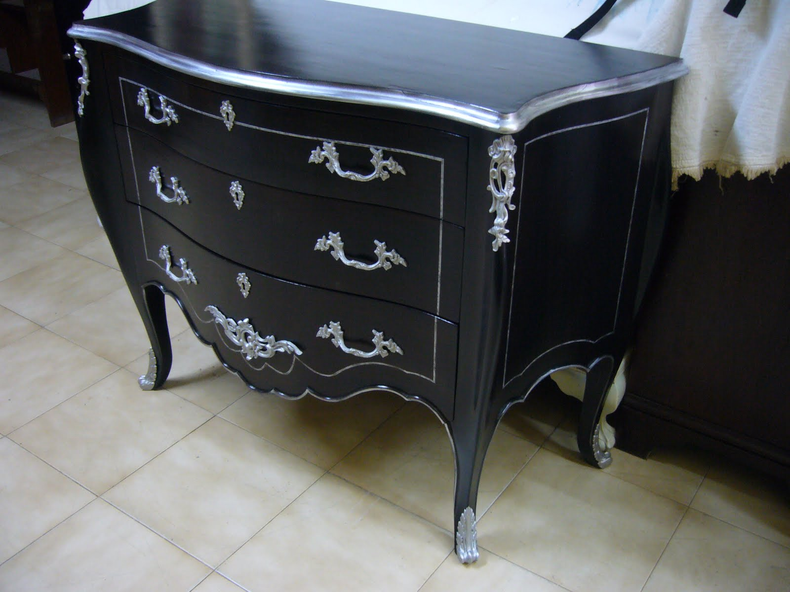 C moda reciclada la restauradora de la laguna - Muebles pintados en plata ...