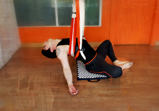 Rafael Martinez Postura Yoga Aereo Aero Yoga España