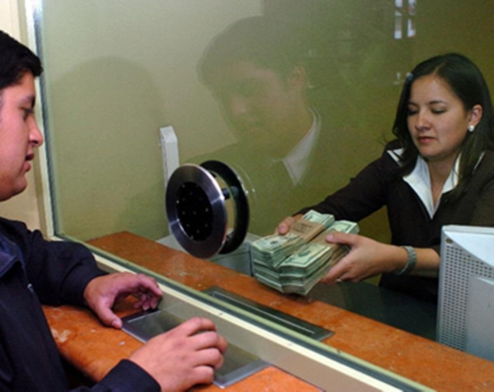 El 24 y 31 los bancos abriran hasta las 13 horas