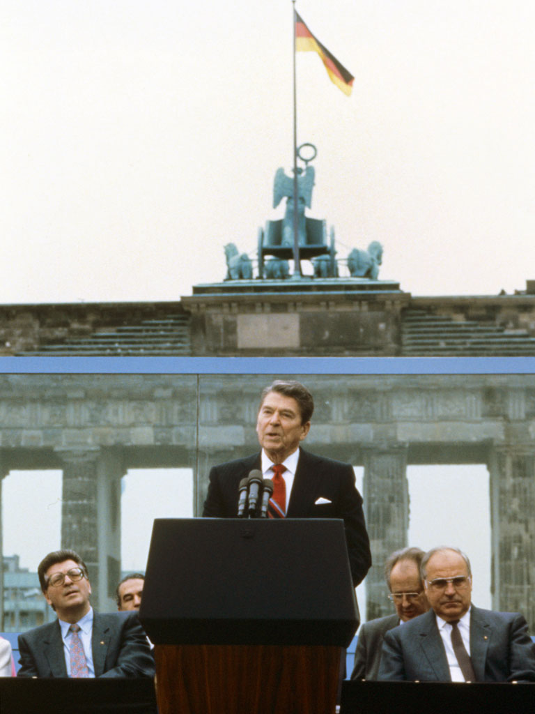 tear down this wall speech Reagan calls on gorbachev to tear down the berlin wall before the speech, mr reagan peered across the wall from a balcony of the old reichstag building into.