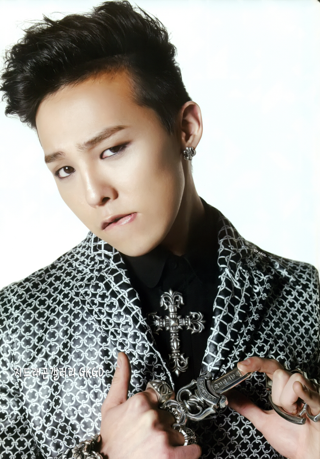 G-Dragon Alive Scans