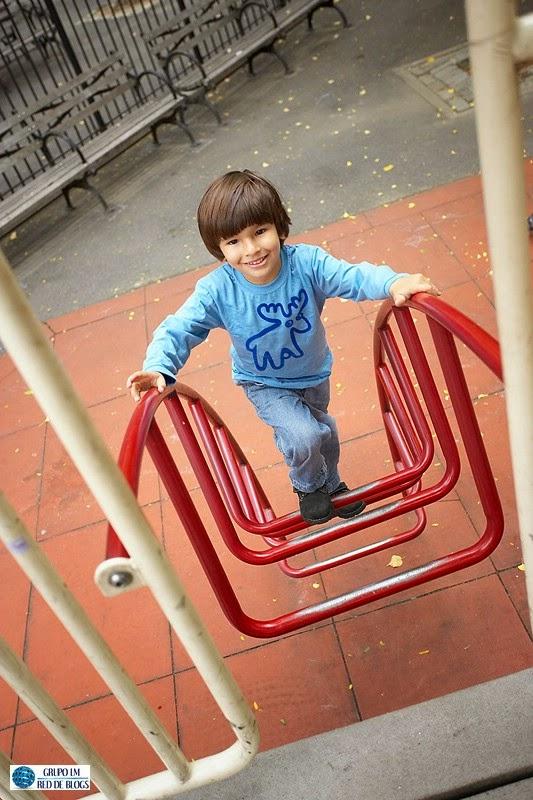 Llevar a los niños a jugar a un parque o plaza