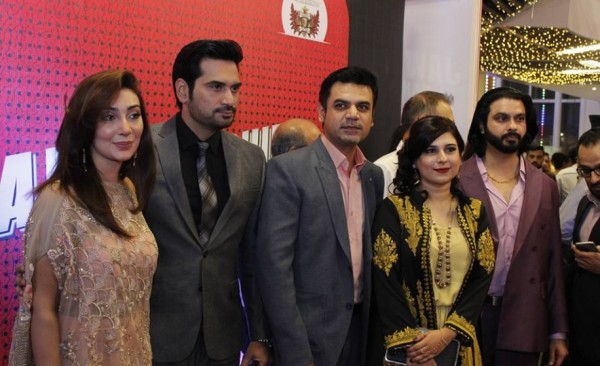Jawani Phir Nahi Aani Karachi Premier Latest Pictures See it