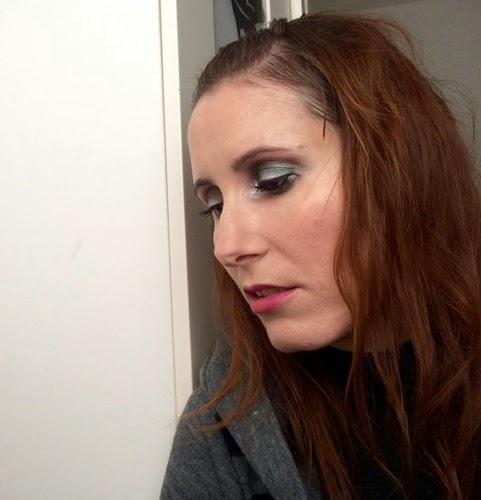 Maquillaje verde y plata
