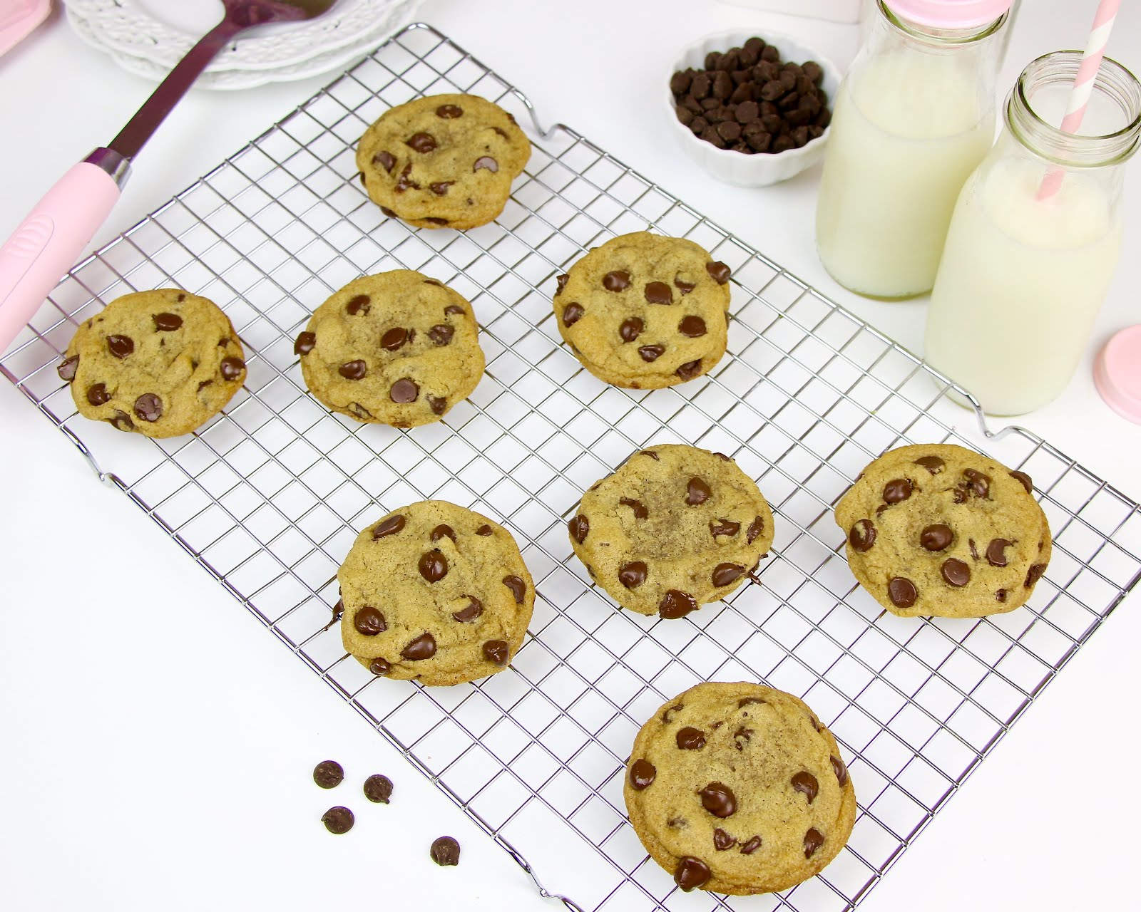 VIDEO} THE BEST Chocolate Chip Cookies - Lindsay Ann Bakes
