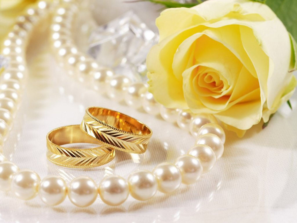 Pearls With Flowers Wallpapers