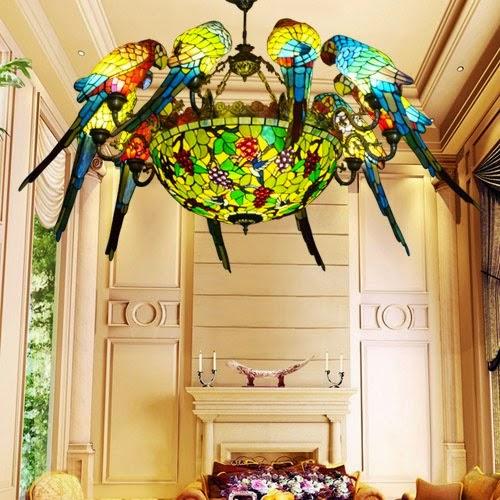 Tiffanylampe mit Papageien