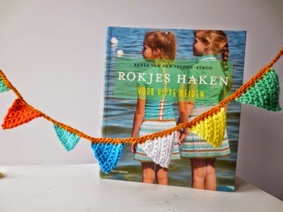 http://estreachikitu.blogspot.be/2015/02/give-away-rokjes-haken-boek.html?showComment=1424695941164#c1759479419993370427