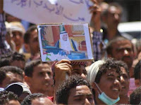 Rakyat Yaman Bersuka Cita Turun Ke Jalan