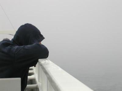 5 مؤشرات ودلائل على أنك غير سعيد - رجل حزين تعيس فى الحب - sad man in love