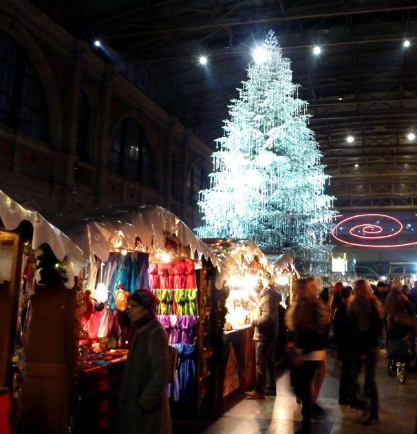 Noel magique à Zürich, le sapin Swarovski | Some Steps Away : blog ...