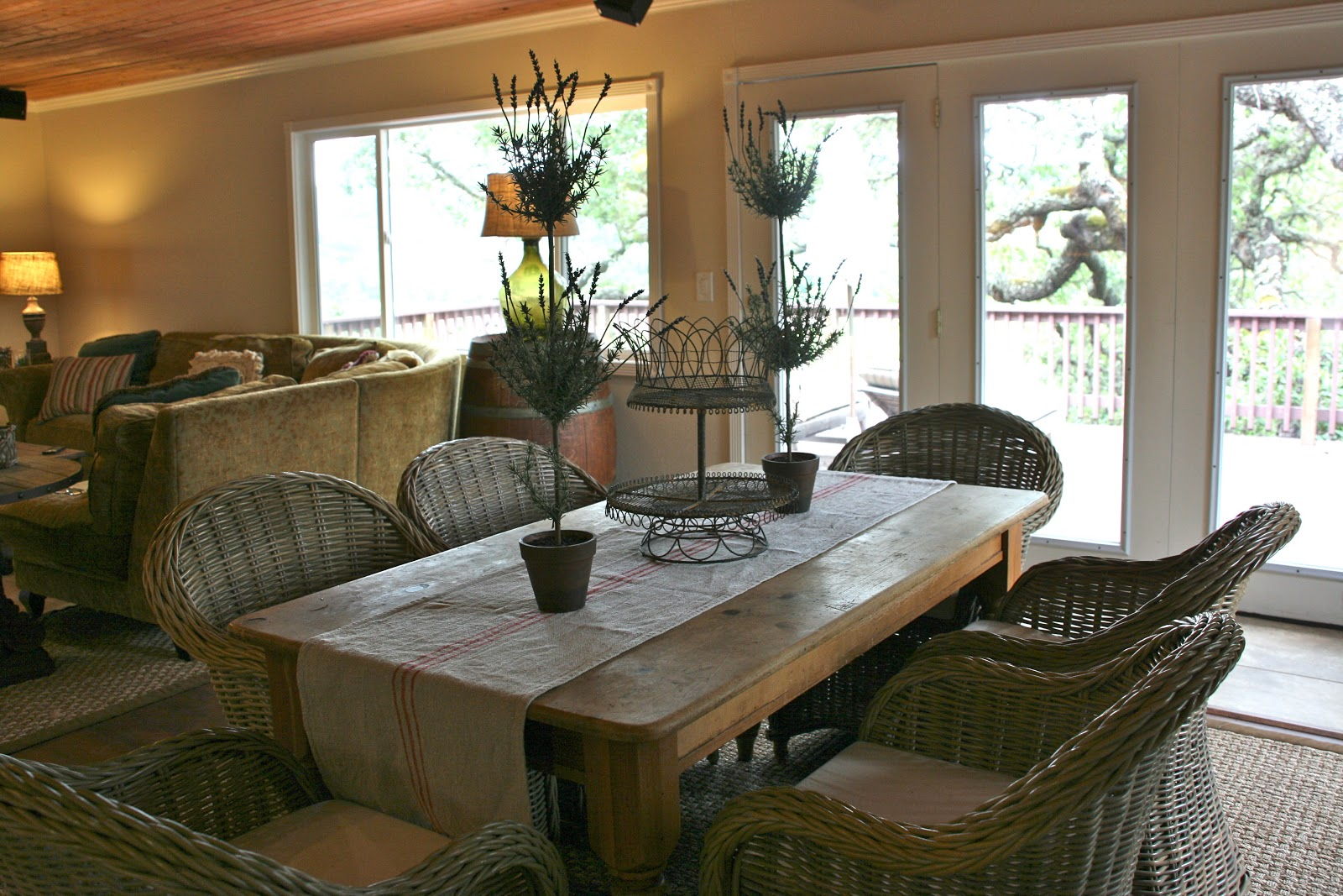 Vignette design a wine country vacation rental part three for Wine country decorating style