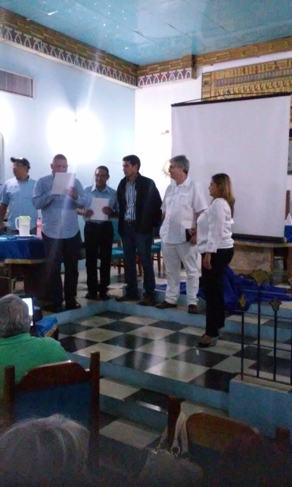 Entrega de Certificados a los Ponentes en el Foro Familiar