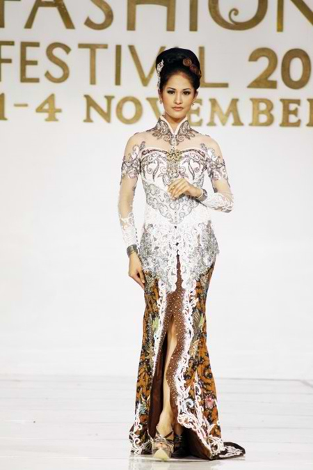 Kebaya Modern Modifikasi Djoko Sasongko Kombinasi Batik