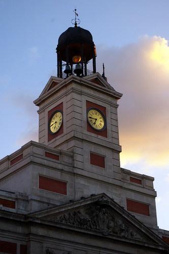 Spray de temas por j j puerta del sol madrid for Puerta del sol hoy