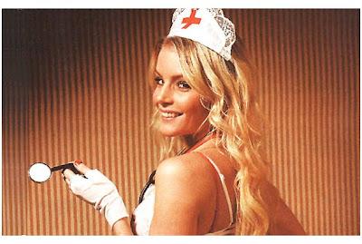 la sueca alexandra larsson disfrazada de sexy enfermera