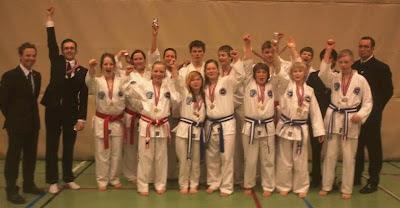 NTN/ITF Taekwon-do, regionsmesterskap, gruppebilde av Tromsø taekwon-do-klubb.