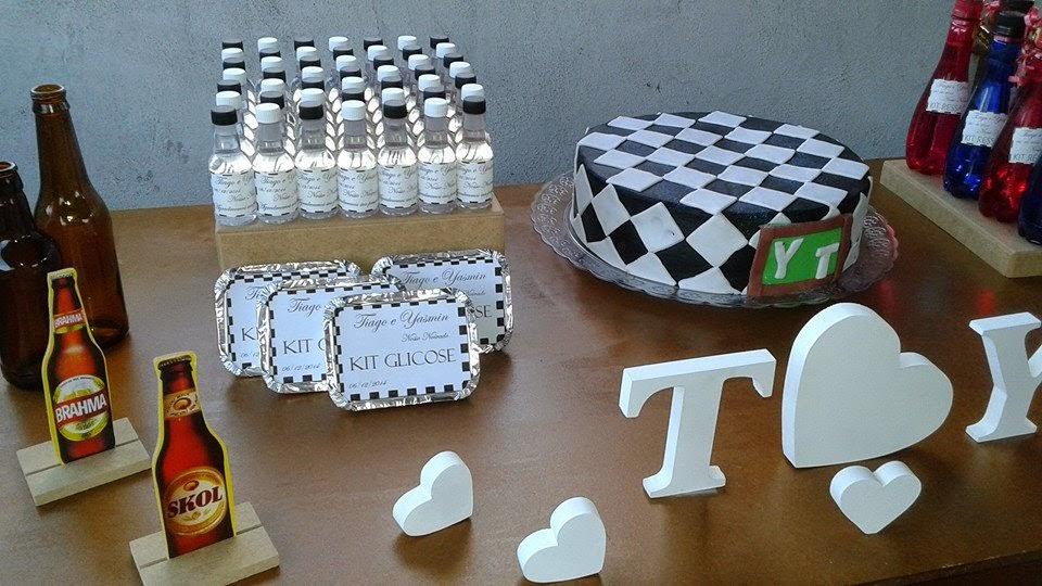 decoracao de boteco chique:mesa principal e a mesa glicose, onde tivemos docinhos de copo de