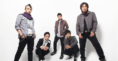 Wallpaper Ungu Band
