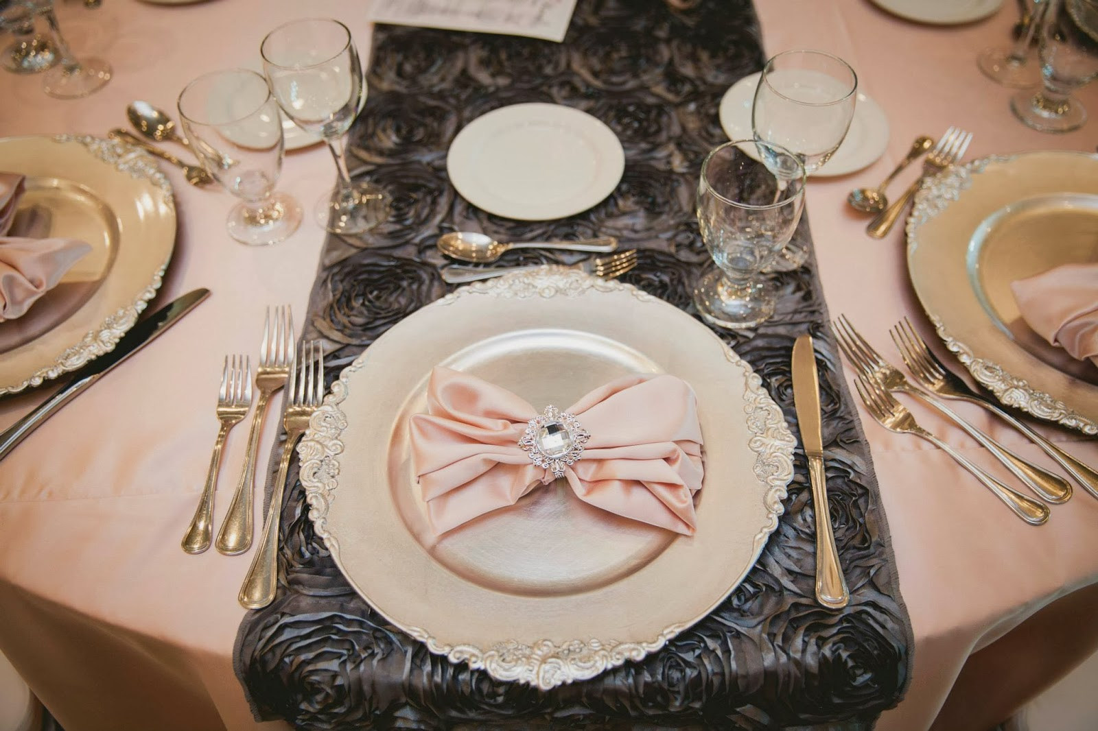 pink and grey wedding rosette table runner gala decor elizabeth in love casablanca winery inn grimsby wedding photos, kj and co wedding burlington ontario planner