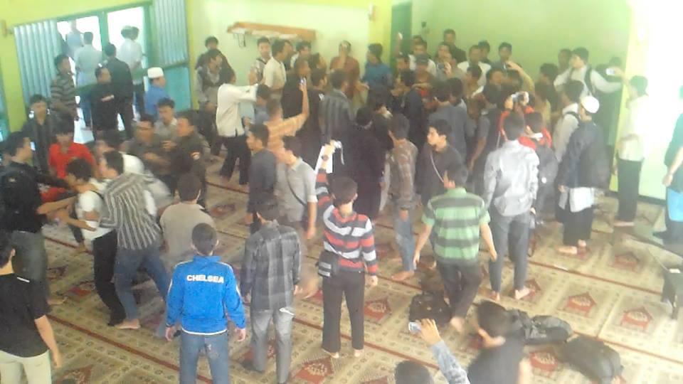 Aliran LDII Merusak Mimbar Masjid Al-Hijri II | Berita dan Cara