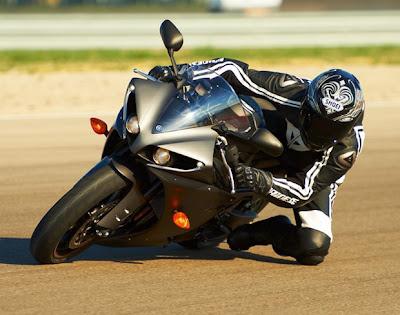 Yamaha YZF-R1 2013 é um monstro de duas rodas