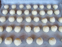 Fursecuri din nuca de cocos preparare in tava