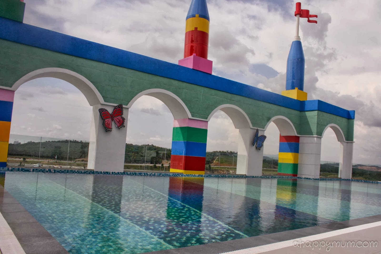 A happy mum singapore parenting blog for Hotels near legoland with swimming pool