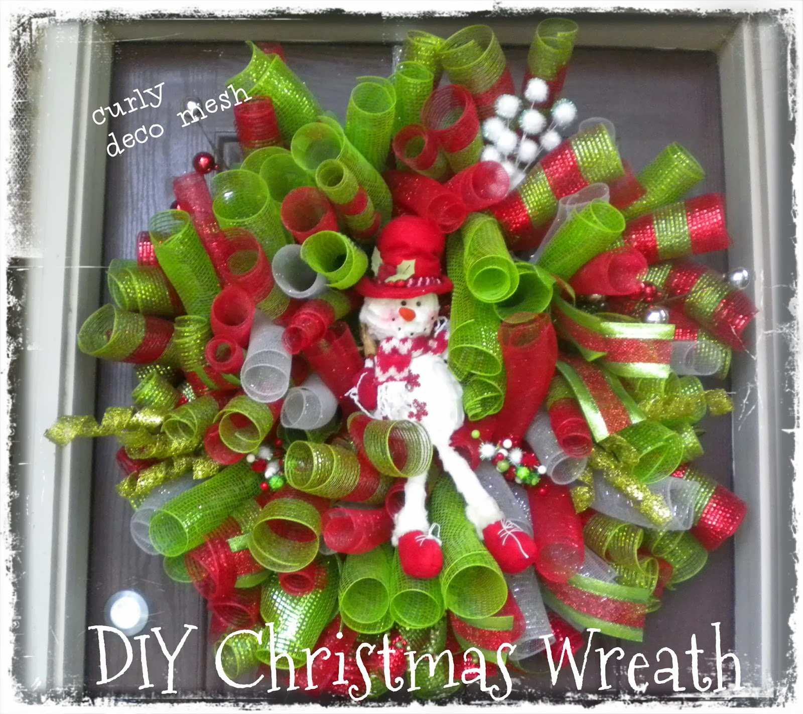 Daisies & Stars: DIY Christmas Deco Mesh Curly Snowman Wreath 2013