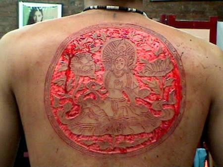 scarification7 ΣΟΚΑΡΙΣΤΙΚΕΣ ΦΩΤΟΓΡΑΦΙΕΣ: Το τατουάζ του τρόμου λέγεται «scarification»