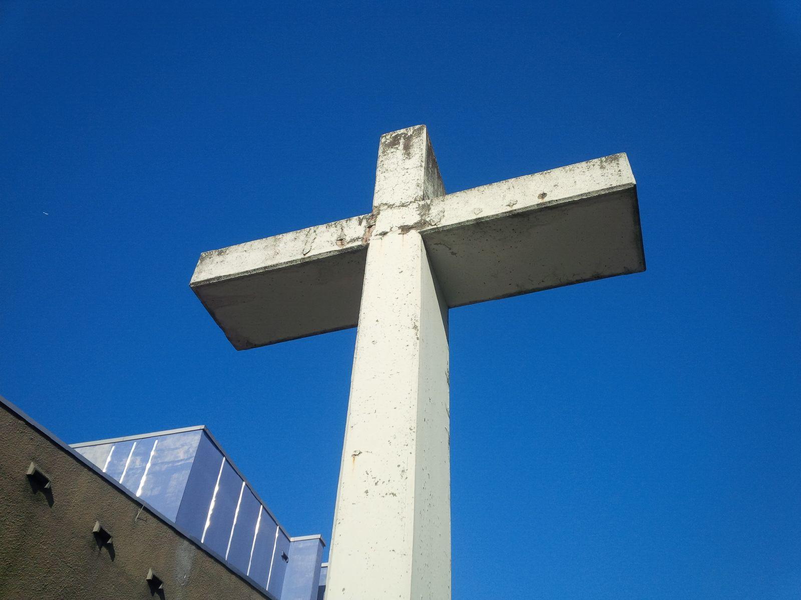 Kreuz an der Gedenkkirche Plötzensee