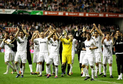 Real MADRID squad celebrating the title 2011-2012 Liga Champions on the field
