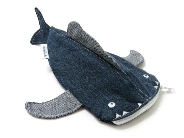 http://de.dawanda.com/product/82208167-UPCYCLING-Federmaeppchen-FISCH-aus-Jeans