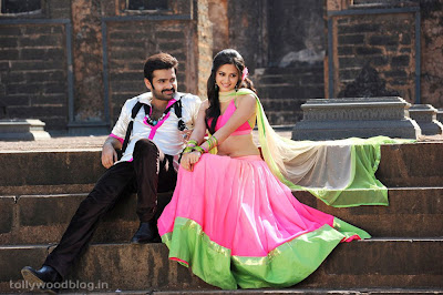 Actress Kruthi Kharbandha Navel Show Photos From Ongolu Gitta Movie