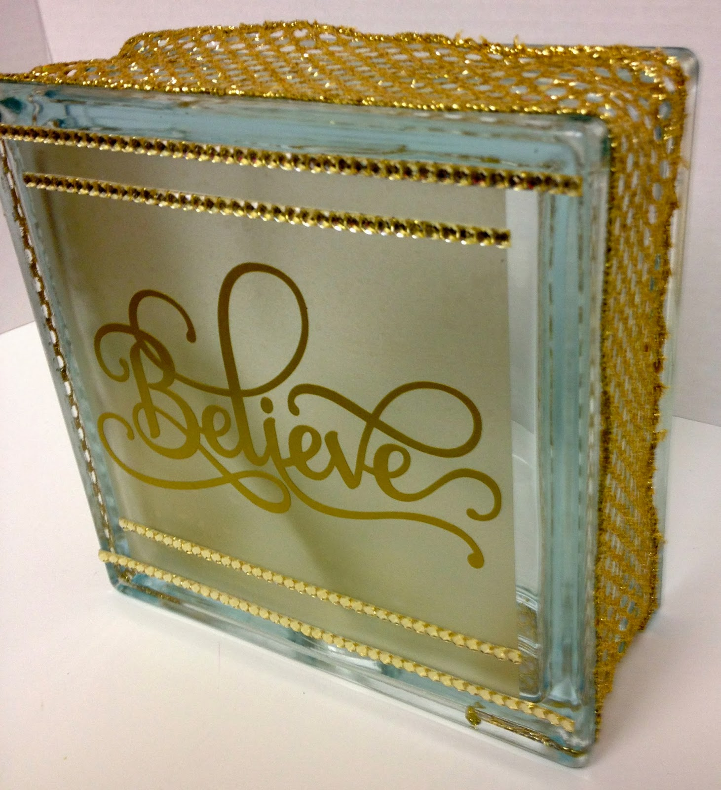 Glass block crafts projects - I Truly Can Not Get Enough Of These Glass Block Projects 0