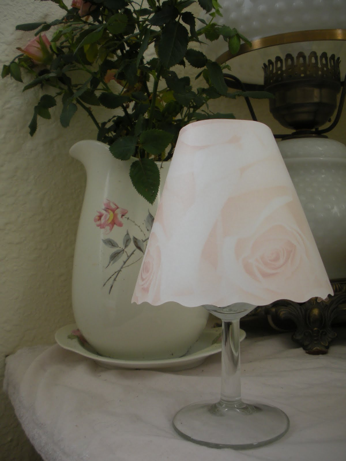 http://3.bp.blogspot.com/-y2VqHXTqfQE/TdW1LYea6lI/AAAAAAAAHhI/x2XKlLYsVaI/s1600/pink+rose+wine+glass+shade.JPG
