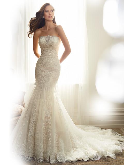 Brautkleid in Meerjungfrau Stil aus Spitze sehr figurbetont