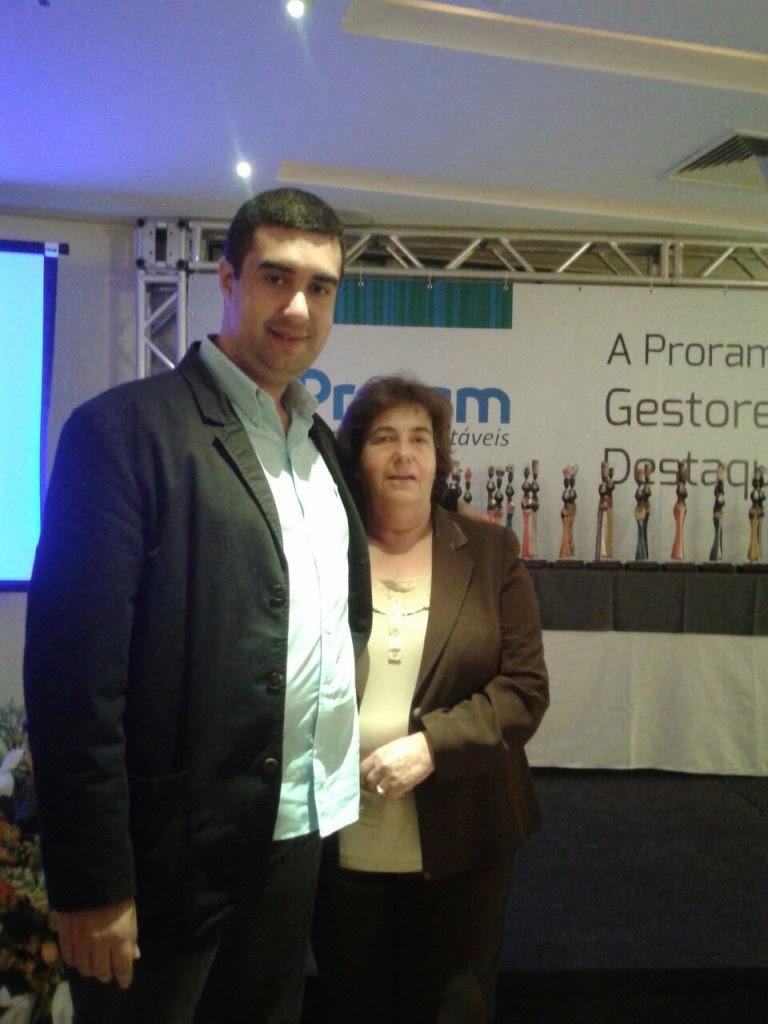 Secretários de Desenvolvimento Social, Graça Granito, e de Governo, Leonardo Vasconcellos, na cerimônia de entrega do prêmio