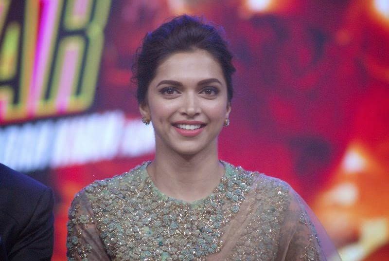 deepika cute smile