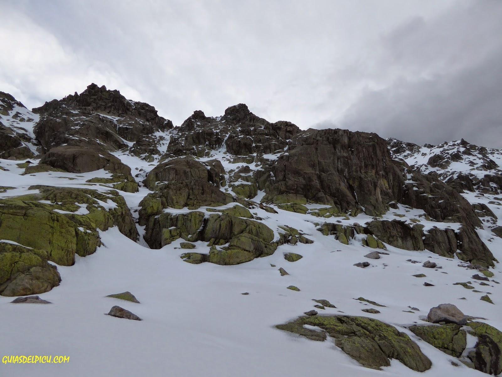 cascada pequeña y salvaje morezon ,gredos, fernando  calvo guia de alta montaña
