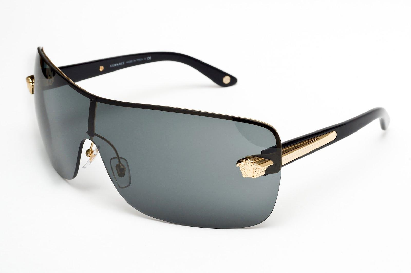 Prada Óculos Solar Sport com haste branca e lente azul espelhada – R  868,00 9c1343efac
