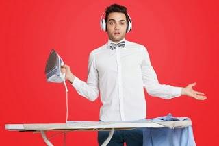رجل يكون ملابس هدوم الكى يقوم باعمال المنزل شغل البيت - man doing home ironing clothes