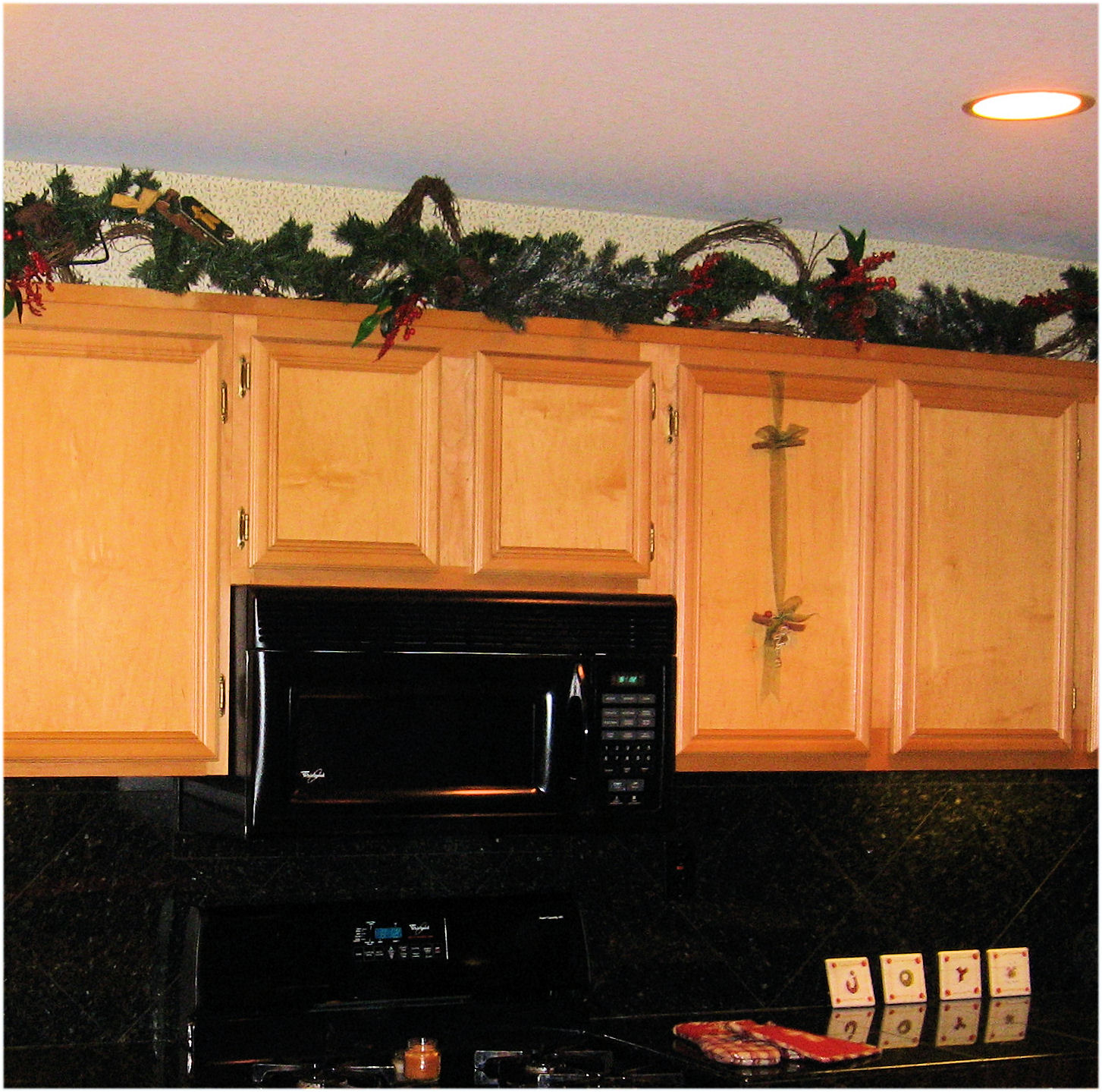 Home Design And Decor Reviews: Christmas Cabinet Top Decorating