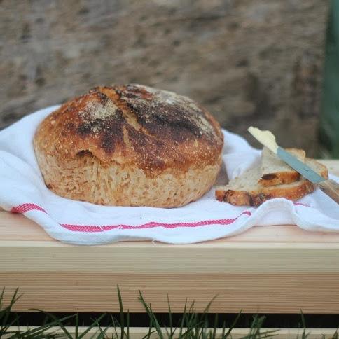 Chleb wiejski ze słynnej w San Francisco 'Tartine & Cafe Bakery'