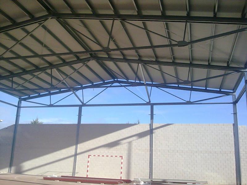 Cubiertas metalicas montar cubiertas met licas y fachadas for Estructuras metalicas para tejados