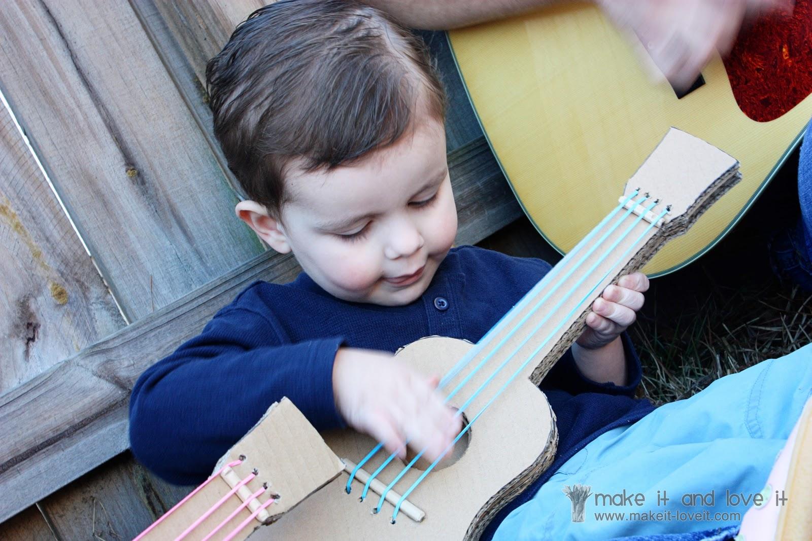 Как сделать игрушечную гитару
